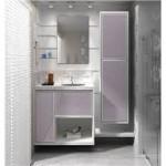 lindo e aconchegante banheiro